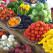 Dicas para horta de apartamento com temperos, folhas, tomates e pimentas.